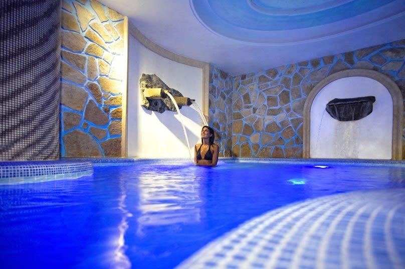 Strand Hotel Delfini Terme - Piscina Coperta